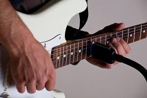 Vibesware_Guitar_Resonator_Head_Playing
