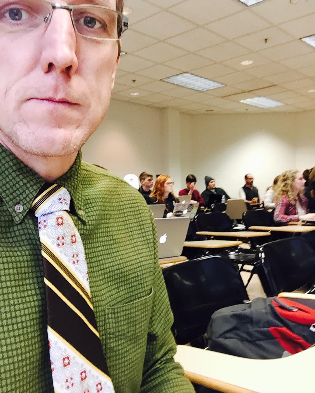 Rocking #tiedayfriday whilst infiltrating a @stnorbert undergrad class teaching #digitalhumanities stuffs