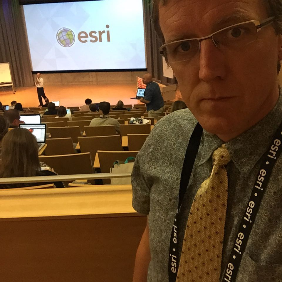 Rocking #tiedayfriday from @esrigram HQ this week for #esrit3g